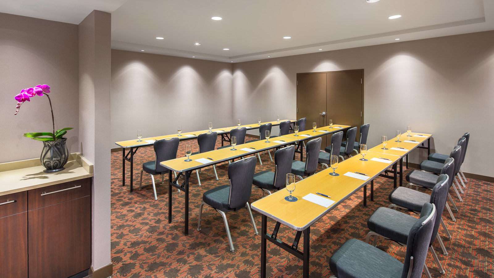 Vancouver Airport Hotel Conference Facilities - Steveston Classroom
